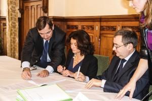 Signature Acquisition Quartier Ordener entre Pascale Loiseleur Maire de Senlis et et Emmanuel Berthier Préfet de l'Oise 01