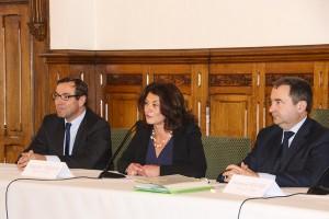 Signature Acquisition Quartier Ordener entre Pascale Loiseleur Maire de Senlis et et Emmanuel Berthier Préfet de l'Oise 02