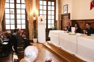 Signature Acquisition Quartier Ordener entre Pascale Loiseleur Maire de Senlis et et Emmanuel Berthier Préfet de l'Oise 04